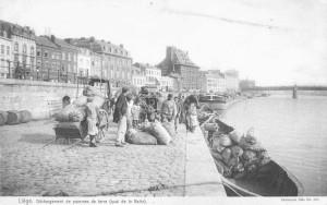 Liège, quai de la Batte, déchargement de pommes de terre