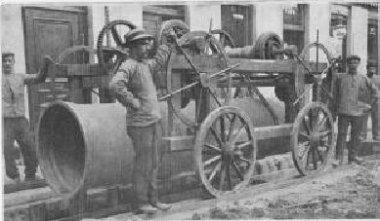 Liège, pose d\'une conduite d\'eau vers 1900