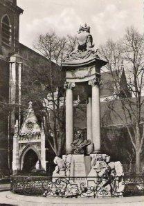 monument Jean Delcour à Liège